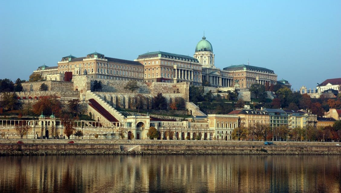 https://silvija-turist.hr/wp-content/uploads/2019/02/Budapest-castel-1128x640.jpeg