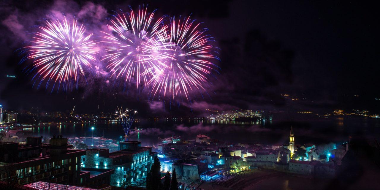 https://silvija-turist.hr/wp-content/uploads/2019/11/5a140d89-8a04-4387-a750-46ed0a0a0a67-budva-fireworks-1280x640.jpg