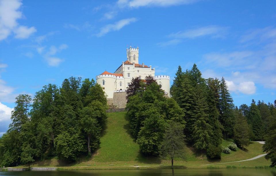 https://silvija-turist.hr/wp-content/uploads/2021/05/castle-trakoscan-578298_960_720.jpg