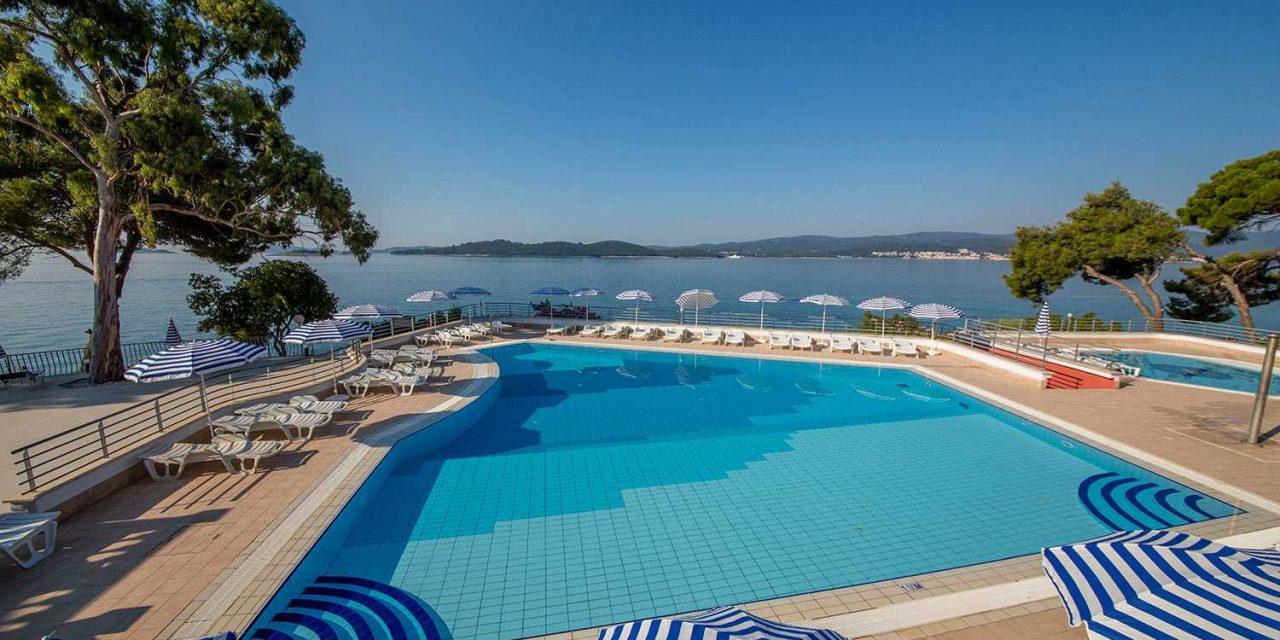https://silvija-turist.hr/wp-content/uploads/2021/07/Hotel-Bellevue-Pool3-1280x640.jpg